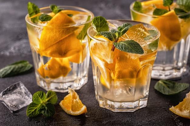 Cocktail maison au citron / eau infusée aux fruits détox
