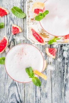 Cocktail de martini aux agrumes froid. aperol spritz