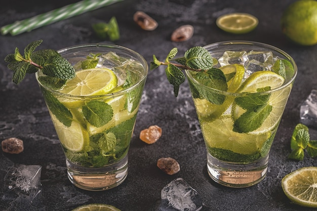 Cocktail mojito au citron vert et à la menthe