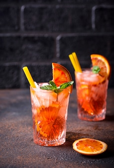 Cocktail negroni à l'orange et glace
