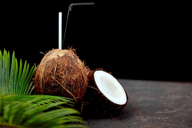 Cocktail de noix de coco. boisson de vacances d'été