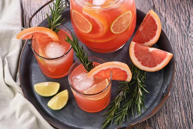 Cocktail de pamplemousse frais.