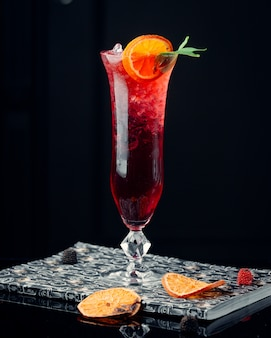 Cocktail de pastèque sur la table