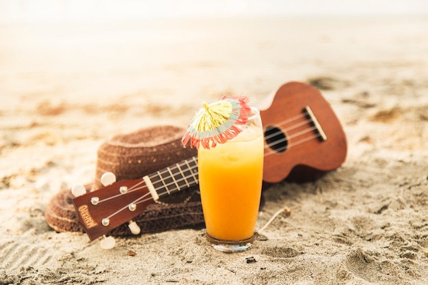 Cocktail sur la plage de sable fin