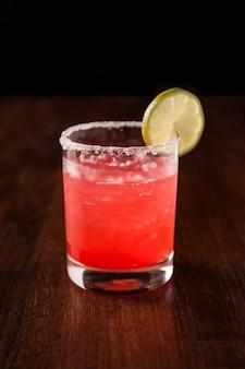 Cocktail soda au citron et aux fraises margarita