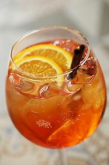 Cocktail avec tranche d'orange