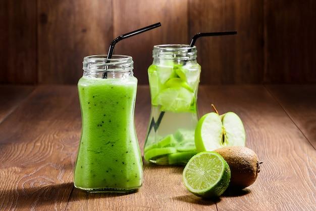 Cocktail vert dans un bocal en verre