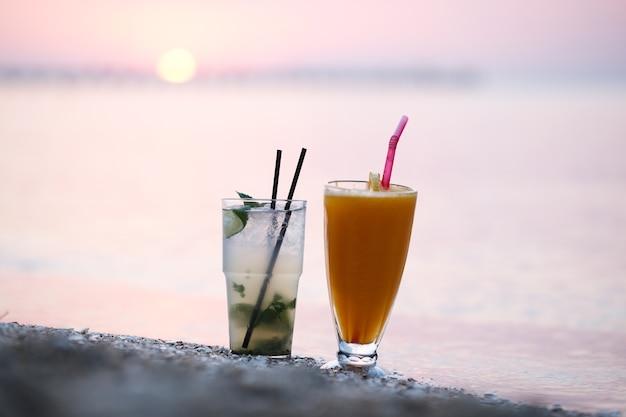 Cocktails au coucher du soleil