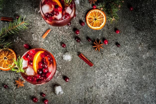 Cocktails froids aux canneberges, orange, romarin et épices