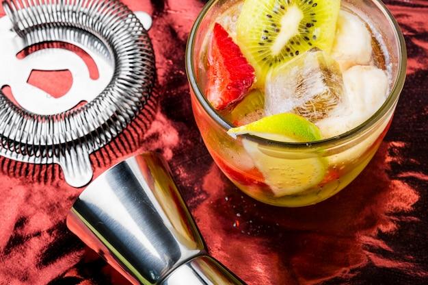 Cocktails fruités estivaux alcoolisés
