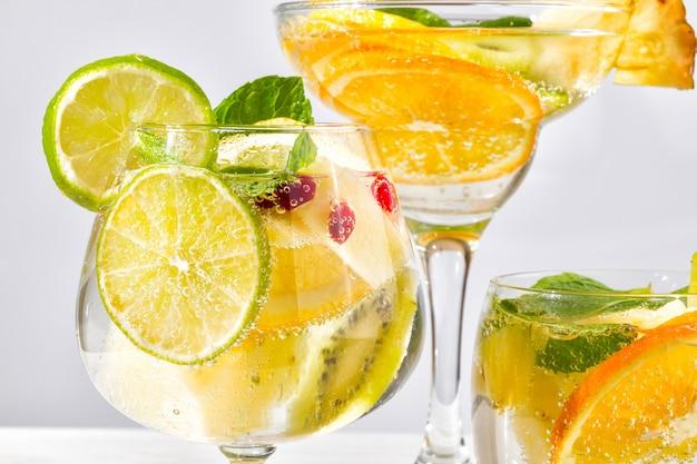 Cocktails de fruits bouchent