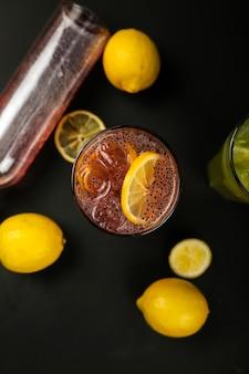 Cocktails de fruits citron orange syrop graines