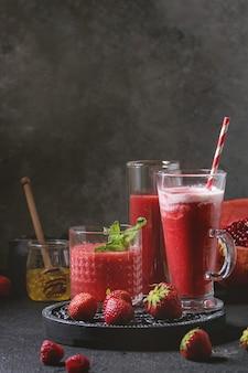Cocktails de fruits rouges ou smoothies
