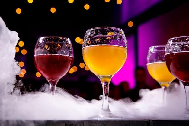 Cocktails lors de l'événement, lumière du club