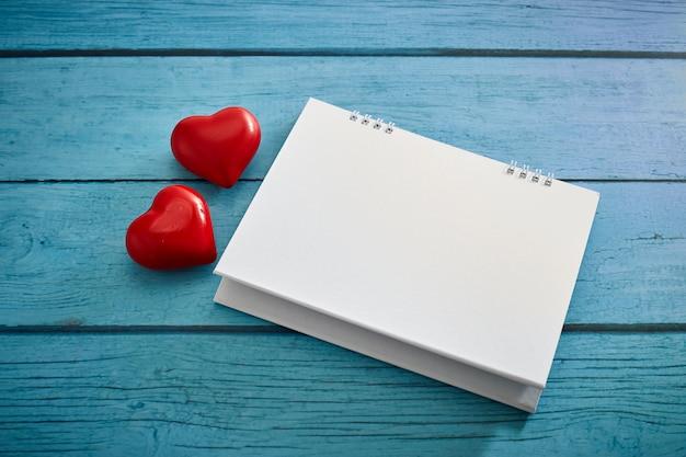 Coeur d'amour et calendrier vide