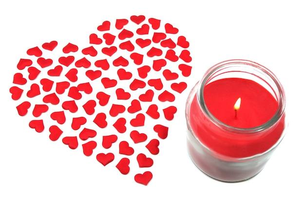 Coeur d'amour rouge et bougie. concept de célébration de la saint valentin.