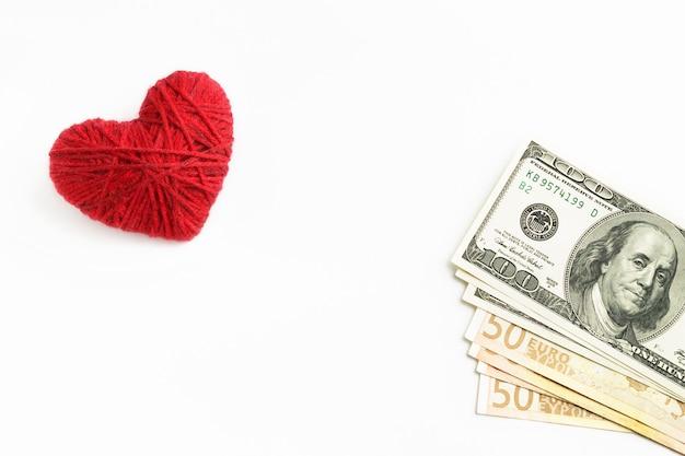 Coeur et argent sur un blanc