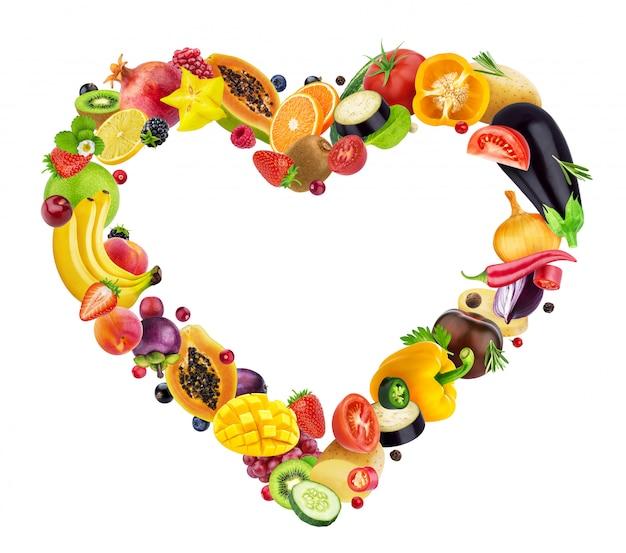 Cœur composé de fruits, de baies et de légumes