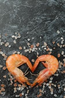 Coeur de crevettes et sel sur smokey noir
