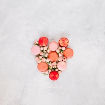 Coeur de fleurs et de macarons