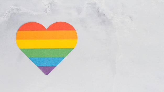 Coeur multicolore de couleur lgbt