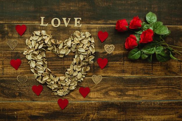 Coeur de pétales secs