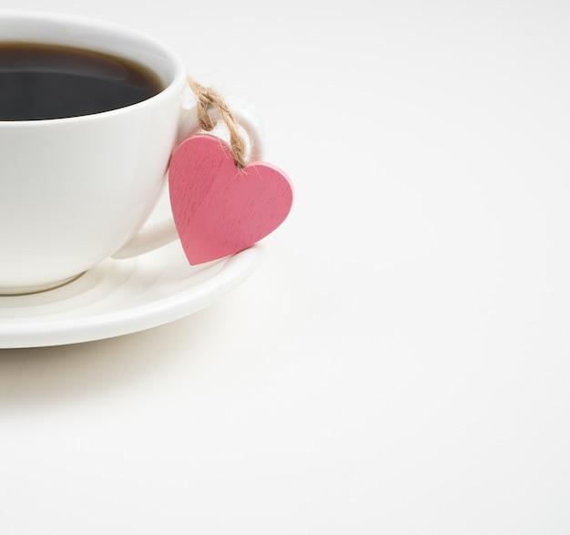 Coeur rose et tasse à café