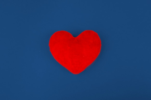 Coeur rouge. concept minimal.