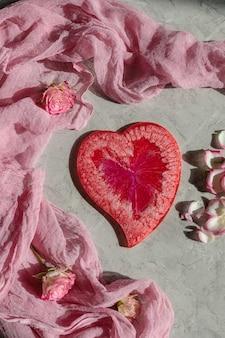Coeur rouge époxy avec décoration