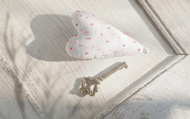 Coeur de la saint-valentin et vieille clé vintage, douce tonique vintage.valentines day.