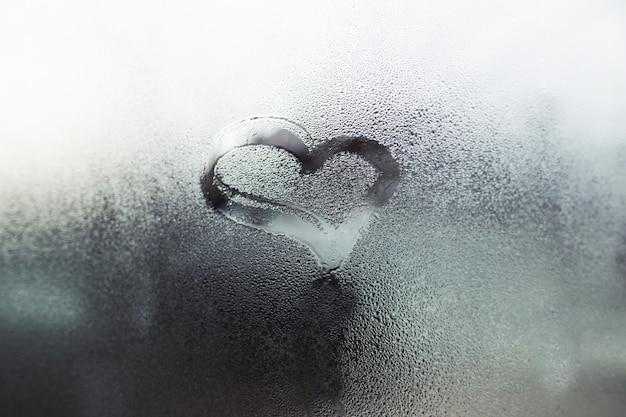 Coeur sur le verre, symbole de l'amour