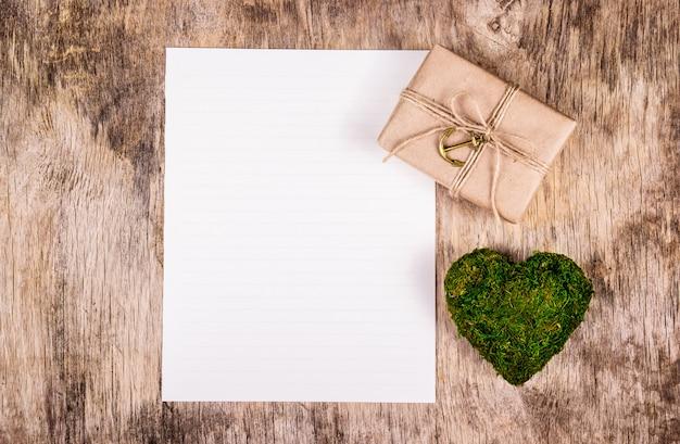 Coeur vert de mousse, coffret cadeau