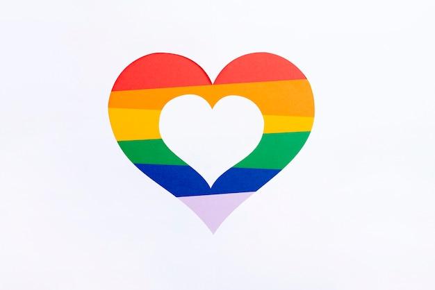 Coeur vue de dessus avec concept de jour de fierté