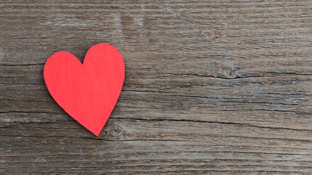 Coeur vue de dessus sur table avec copie-espace