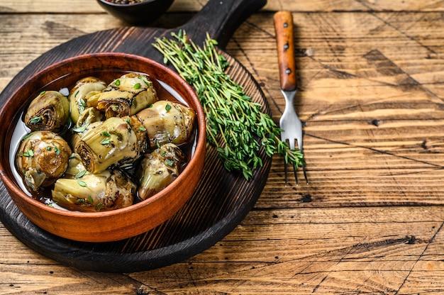 Coeurs d'artichaut marinés à l'huile d'olive.