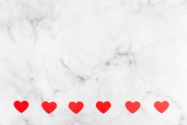 Coeurs sur fond de marbre