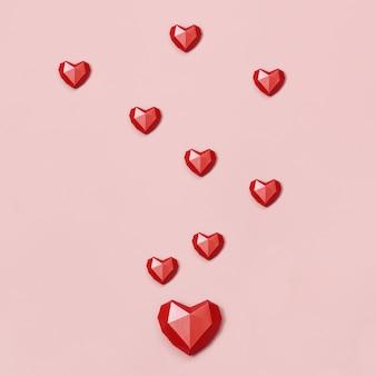 Coeurs de papier polygonaux rouges