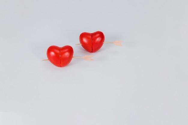 Coeurs perforés par un bâton