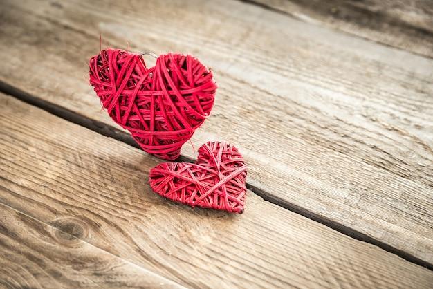 Coeurs rétro faits à la main sur bois