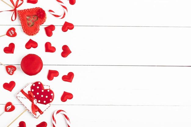 Coeurs rouges, biscuits de pain d'épice en forme de coeur