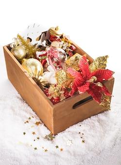 Coffret en bois avec décoration de noël, préparation pour les vacances