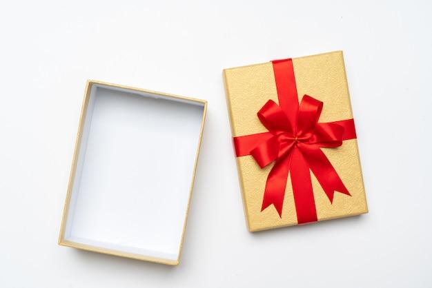 Coffret cadeau dans le concept du nouvel an et de la fête