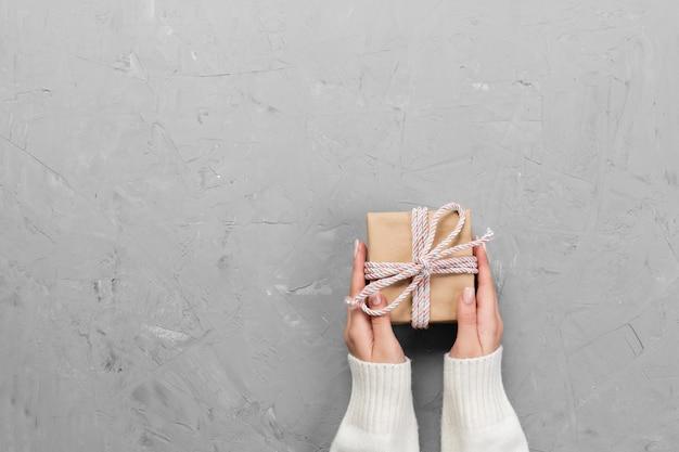 Coffret cadeau, décoration de cadeau vue de dessus