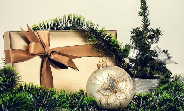 Coffret cadeau de noël avec une jolie décoration