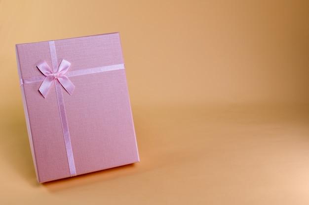 Coffret cadeau rose a s'offrir dans divers festivals tels que la saint-valentin, le jour de noël, divers anniversaires prenons une photo pour voir la lumière et l'ombre.