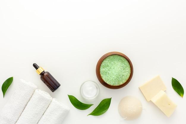 Coffret cosmétique bio au thé feuilles d'olivier et sel de mer