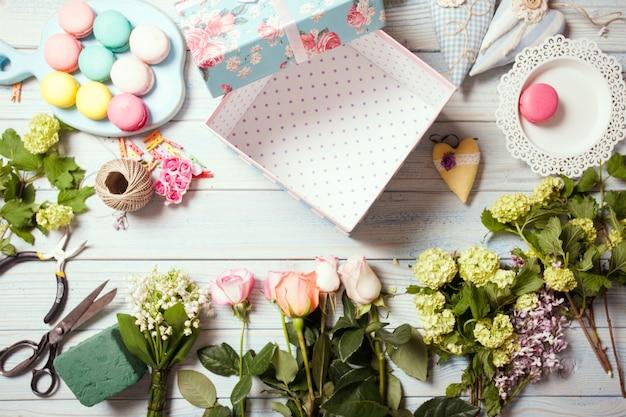 Coffret fleurs et macarons