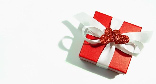 Cadeaux Gourmands 30 ROSES ROUGES + COEUR ROUGE DE