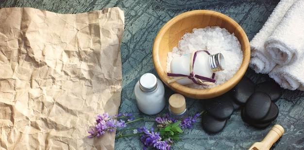 Coffret spa avec sel de bain et lotion blanche