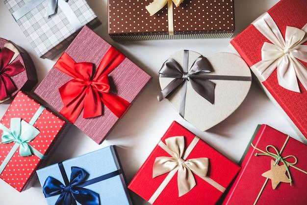 Coffrets cadeaux. concept de vacances de carte de voeux.